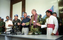 Commander INTERFET, MAJ GEN Cosgrove joins hands with the new East Timor leadership during a celebration to mark the official handover from INTERFET to UNTAET