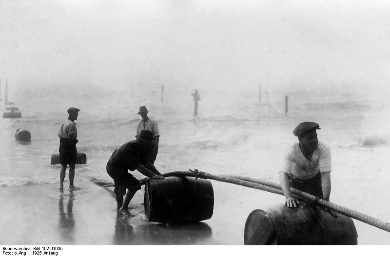 New York, 1925. A transatlantic submarine cable connecting the US and Southern Europe comes ashore at Rockoway Beach.