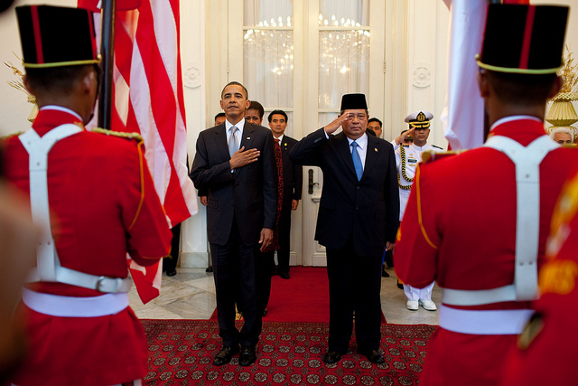 President Barack Obama and Indonesia's President Susilo Bambang Yudhoyono participate in the arrival ceremony at the Istana Merdeka State Palace in Jakarta, Indonesia, Nov. 9, 2010. (Official White House Photo by Pete Souza)