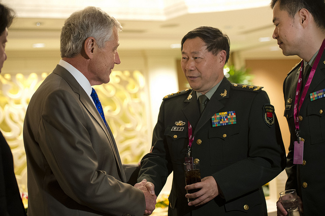 Secretary of Defense Chuck Hagel speaks with Chinese Minister of Defense Lieutenant General Qi Jianguo before an official lunch at the Shangri-La Dialogue in Singapore, June 1, 2013.