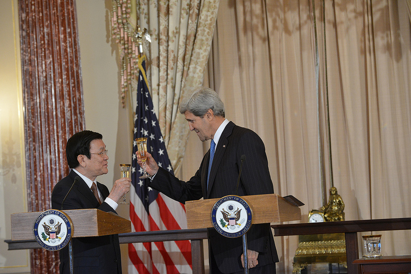 U.S. Secretary of State John Kerry and Vietnamese President Truong Tan Sang toast the U.S.-Vietnam relationship during their working lunch at the U.S. Department of State in Washington, D.C., on July 24, 2013.