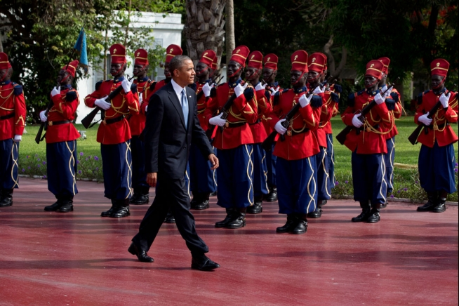 President Barack Obama reviews an Honor Guard following his arrival at the Presidential Palace in Dakar, Senegal, June 27, 2013. (Official White House Photo by Pete Souza)