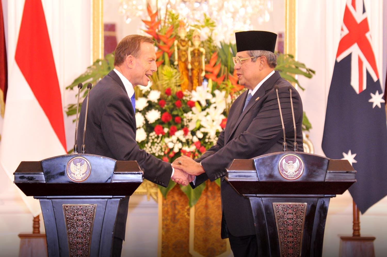 Presiden SBY dan PM Australia Tony Abbott memberi keterangan pers bersama, seusai pertemuan bilateral, di Istana Merdeka, Jakarta, Senin (30/9) sore. (foto: laily/presidenri.go.id)