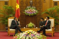 Secretary of Defense Leon E. Panetta meets with Vietnamese Prime Minister, Nguyen Tan Dung, in Hanoi, Vietnam, June 4, 2012.