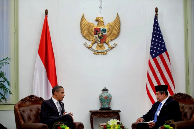 President Barack Obama meets with President Susilo Bambang Yudhoyono during a bilateral meeting at the Istana Merdeka State Palace Complex in Jakarta, Indonesia, Nov. 9, 2010. (Official White House Photo by Pete Souza)