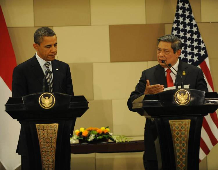 Presiden SBY dan Presiden AS Barack Obama dalam keterangan pers bersama, usai pertemuan bilateral Indonesia-AS, di Bali Nusa Dua Convention Center, Jumat (18/11) siang. (Trans: President Yudhoyono and U.S. President Barack Obama in a joint press statement, after the Indonesia-US bilateral meeting, in Bali Nusa Dua Convention Center, Friday (18/11) afternoon.)