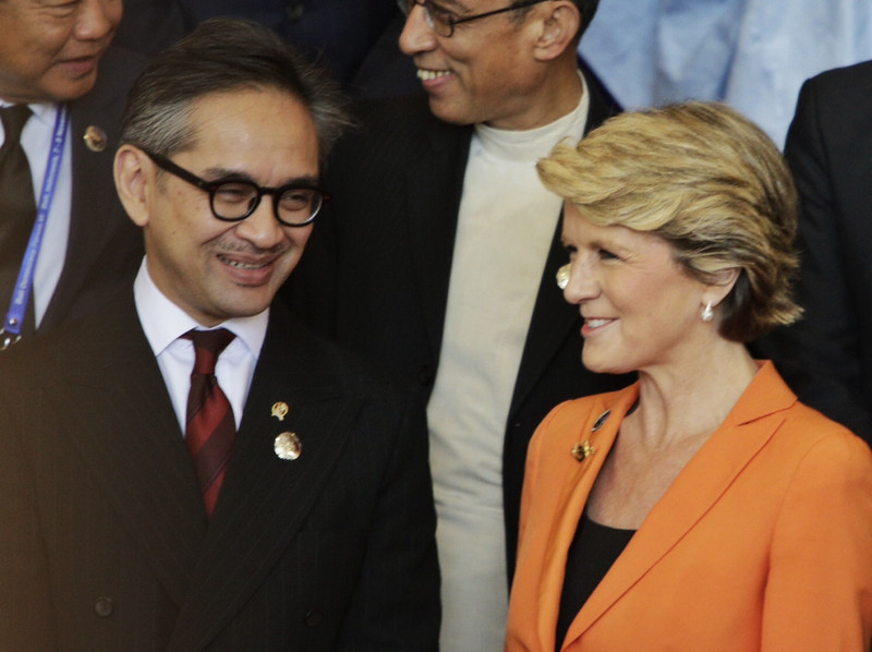 Australia's Foreign Minister Julie Bishop with Indonesia's Foreign Minister Marty Natalegawa at the Bali Democracy Forum, 7 November 2013.