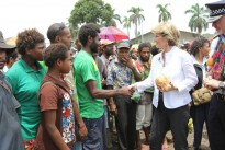 Minister for Foreign Affairs Julie Bishop greets vendors and customers at Lae Market, PNG, during a walking tour with officers from the AFP and the Royal Papua New Guinea Constabulary (RPNGC), who are working together to strengthen the RPNGC's ability to deliver effective and visible policing services for the people of PNG.