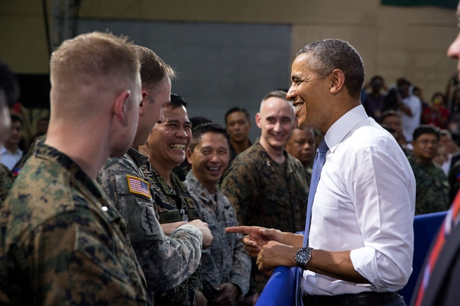 President Barack Obama greets troops after he delivers remarks at Fort Bonifacio in Manila, Philippines, April 29, 2014. (Official White House Photo by Pete Souza)