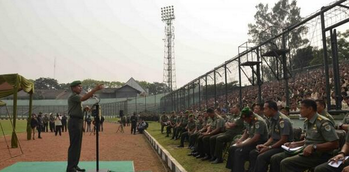 TNI Army soldiers being reminded to remain neutral during this year's presidential election.