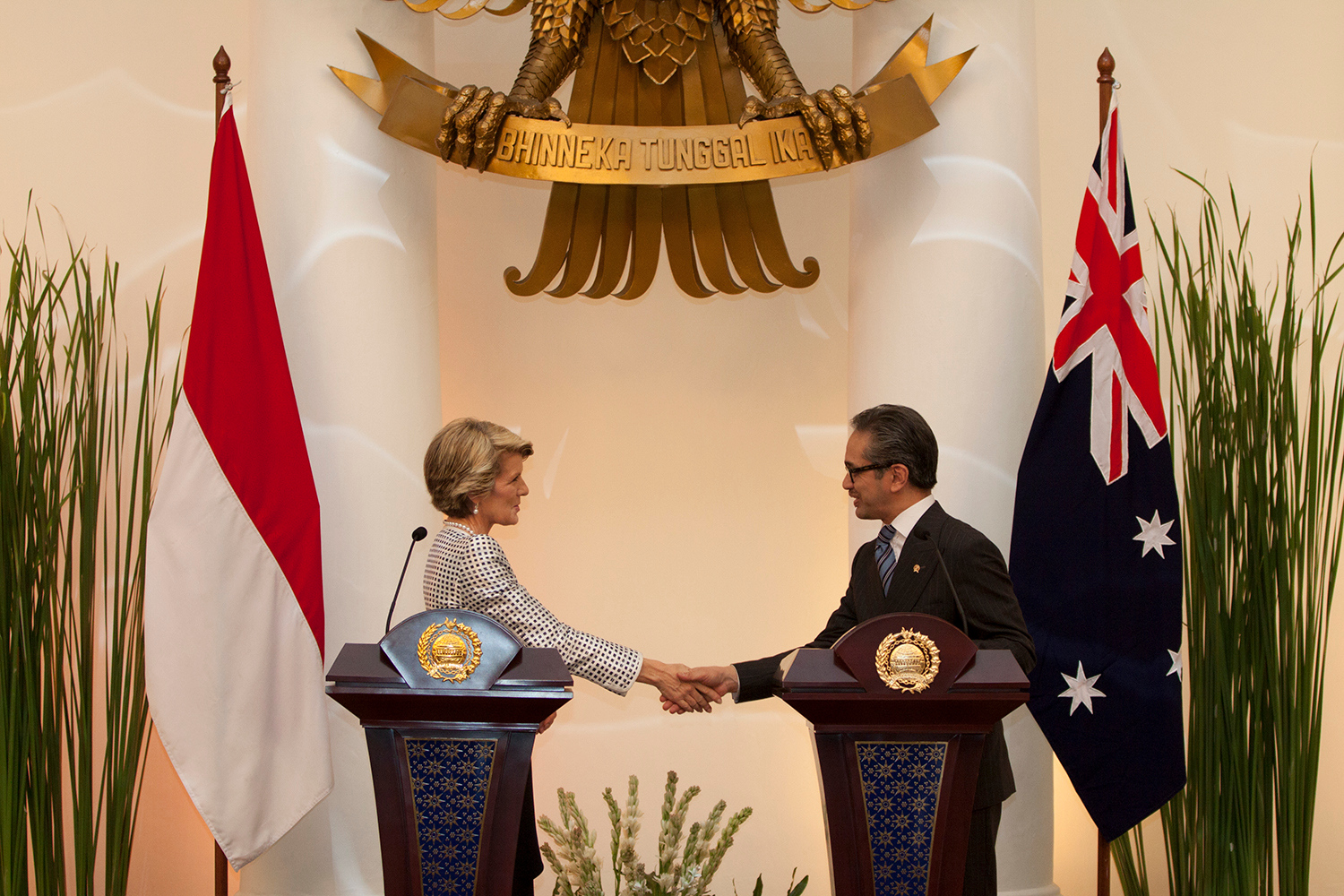 Foreign Minister Julie Bishop and Indonesian Foreign Minister Dr Marty Natalegawa hold a media conference at Gedung Pancasila in Jakarta, 5 December 2013
