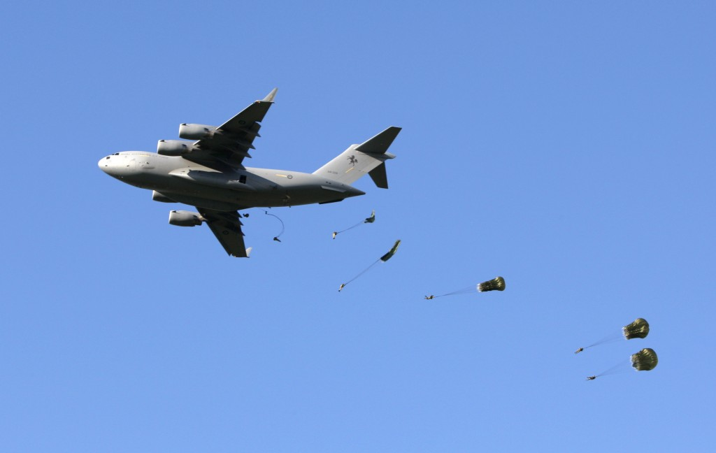 Members of the Australian Army's No. 176 Squadron (176SQN) stream out of a No. 36 Squadron (36SQN) RAAF C-17.