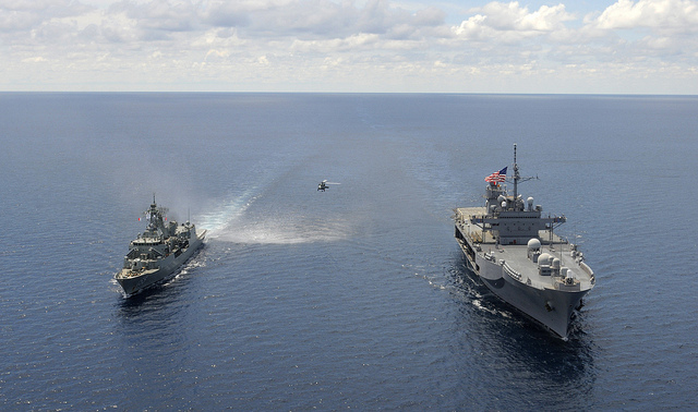U.S. 7th Fleet flagship USS Blue Ridge (LCC 19), right, and the Royal Australian Navy frigate HMAS Ballarat (FF 155) transit the South China Sea