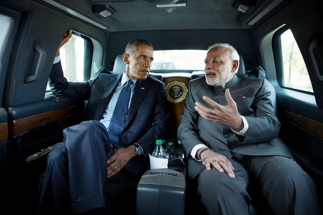President Barack Obama and Prime Minister Narendra Modi of India travel by motorcade en-route to the Martin Luther King, Jr. Memorial on the National Mall in Washington, D.C., Sept. 30, 2014.