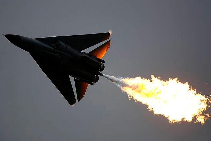 A No.6 Squadron F-111 'dump and burn' at the 2007 Avalon Air Show.