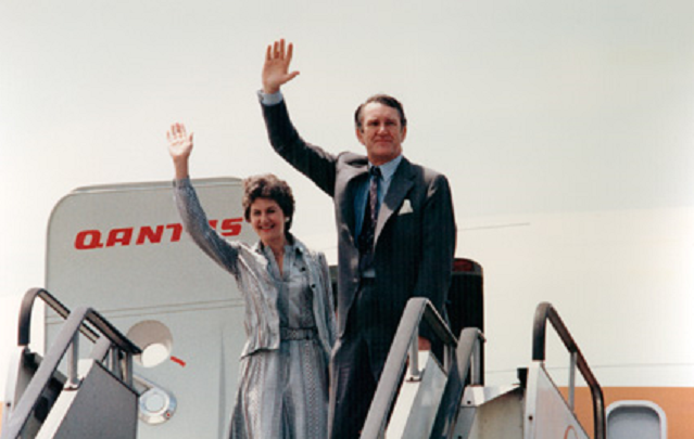 Waving Good-bye at Osaka International Airport 20 June 1976 Photo album - Commemoration of the official visit to Japan by the Rt Hon John Malcolm Fraser the Prime Minister of Australia and Mrs J M Fraser, 15 - 20 June 1976