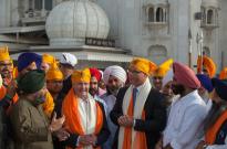 Kevin Andrews visiting Gurudwara Bangla Sahib in New Delhi