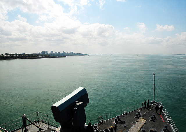 Amphibious dock landing ship USS Rushmore (LSD 47) prepares to moor in Darwin, Australia for a port visit. Rushmore is a part of the Peleliu Amphibious Group currently underway on deployment with amphibious assault ship USS Peleliu (LHA 5) and amphibious transport dock ship USS Green Bay (LPD 20). (U.S. Navy photo by Mass Communication Specialist 3rd Class Shawnte Bryan/Released)