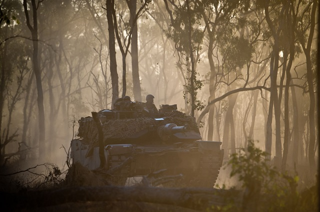 20150714_OH_K1023900_0052.jpg An Australian Army M1A1 Abrams Tank rolling into battle as the enemy party at Shoalwater Bay Training Area, Queensland, during Exercise Talisman Sabre 2015.