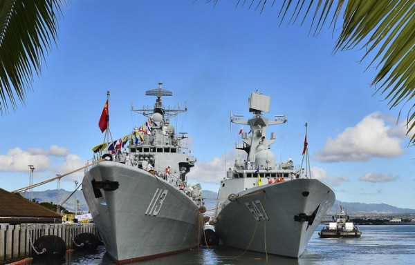 Chinese People's Liberation Army-Navy Jiangkai-class frigate Linyi (FFG 547) moors alongside the Luhu-class destroyer Qingdao