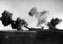 Heligoland (Helgoland) Island, Germany. October 1918. Heavy German artillery in action on an island in the North Sea. (Donor Imperial War Museum Q23824)